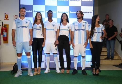 Fabio Alcover/Folha de Londrina - Apresenta��o das novas camisas do Londrina para 2016