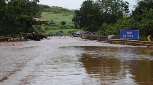 Saulo Ohara/Equipe Folha - PR-445 foi uma das rodovias mais danificadas pelas chuvas