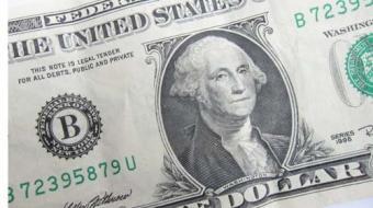 D�lar aproxima-se de R$ 4 e encerra semana com alta de 2,11%