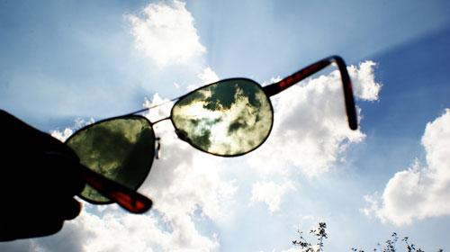 6efdb4ab52191 Óculos de sol barato pode custar caro aos olhos - óculos de dol ...
