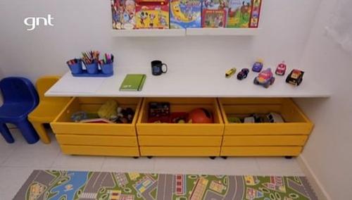 Reprodução/GNT - Caixas de madeira com rodinhas podem ser acomodadas sob camas e bancadas
