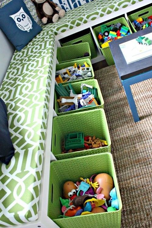Reprodução - Dois em um: mesmo pequeno, o quarto pode ter um sofá. Aproveite o vão sobre o móvel planejado para acomodar cestas com livros, brinquedos e até roupas
