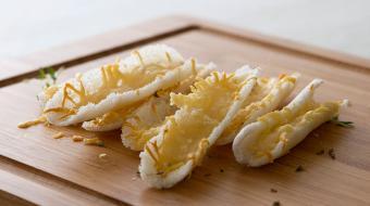 Barquinha de tapioca com queijo � petisco leve feito com apenas tr�s ingredientes