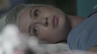 Jonatas fica emocionado ao saber que Eliza salvou sua vida