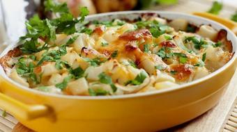 Gratinada, assada, recheada... Confira 11 maneiras de fazer batatas deliciosas!