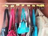Cabide de bolsa � solu��o barata e pr�tica para seu guarda-roupa
