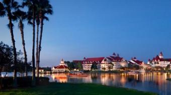 Jacar� arrasta crian�a para um lago em complexo tur�stico da Disney