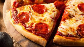 Sexta-feira pede pizza, que tal fazer uma massa r�pida e f�cil com apenas tr�s ingredientes?