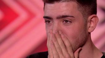 """""""The X Factor UK"""": participante canta m�sica em homenagem ao falecido irm�o e emociona jurados"""