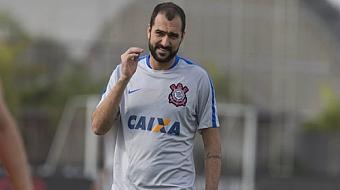 Danilo sofre les�o grave e deve perder restante da temporada no Corinthians