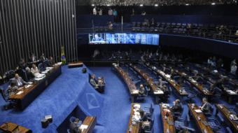 Impeachment: ap�s 12 horas, termina fase de depoimentos; Dilma ser� ouvida nesta segunda