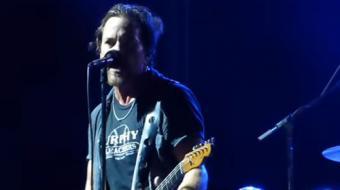 Pearl Jam interrompe show para expulsar homem que agredia mulher no meio do p�blico