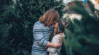 Beijar pode transmitir a conhecida doença do beijo