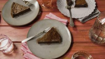 Uma receita super simples de bolo cremoso de chocolate; confira o vídeo!