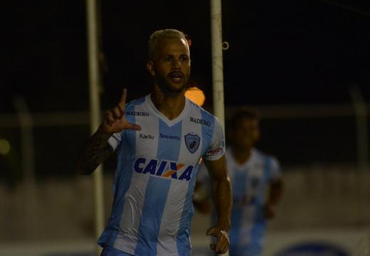 Gustavo Oliveira/Londrina Esporte Clube - Paulo Rangel comemora o gol da vitória por 1 a 0 sobre o Foz do Iguaçu neste sábado