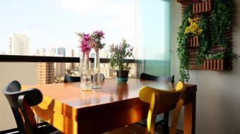 Varanda integrada dá mais luz e espaço para a sala