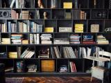 Cinco ideias incríveis de estantes na parede