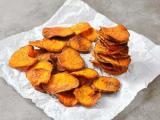 Descubra como preparar chips de batata doce assado