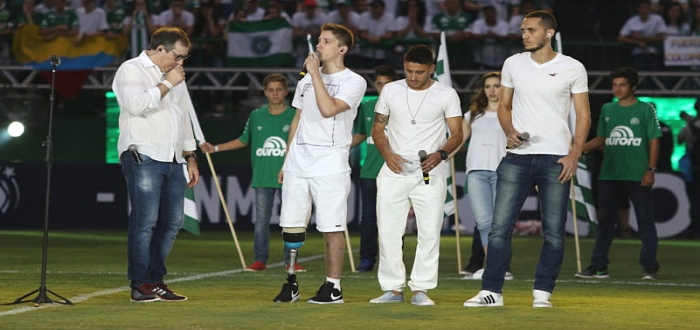 Filho de Caio Júnior critica diretoria da Chapecoense após festa: 'Gananciosa'