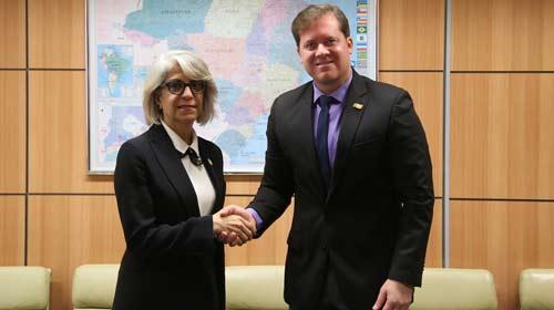 A Embaixadora do Emirados Árabes Unidos, Hafsa Al Ulama e o Ministro do Turismo, Marx Beltrão