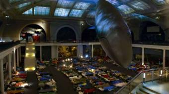 """Museu de História Natural de Nova York abre as portas para turistas vivenciarem """"Uma Noite no Museu"""""""