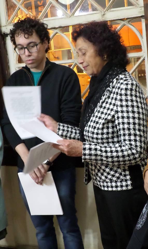 Foto de Caroline Freitas de Oliveira - Maria Antonieta Gonzaga Teixeira discursando na abertura da exposição.