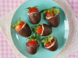 Saiba como preparar bombons de morango lindos e deliciosos