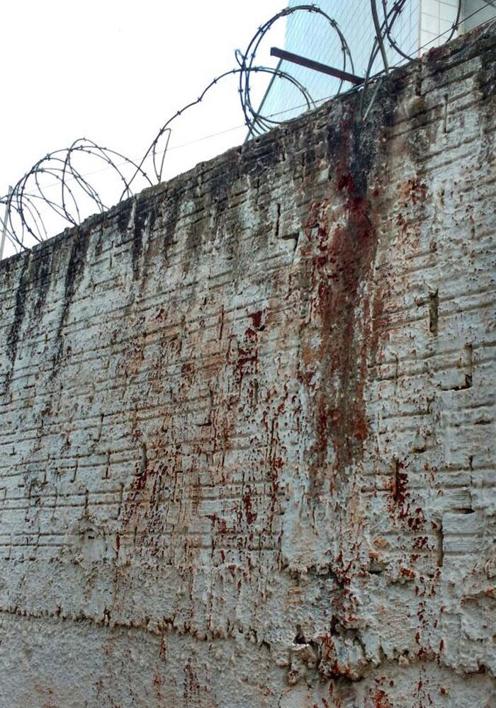 Polícia Militar - Dezenas de presos fugiram da cadeia de Cambé neste domingo.