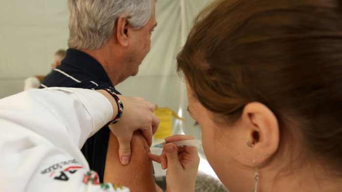 MS libera vacina da gripe para todas as pessoas, mas Paraná mantém restrição a público-alvo