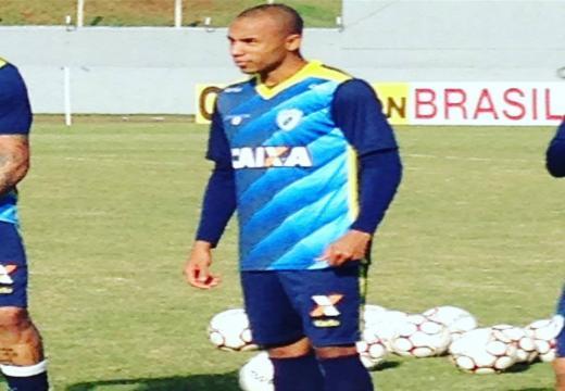 Reginaldo participou do treinamento desta segunda-feira (12), no estádio do Café