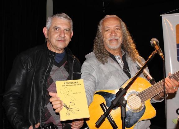 Fotografia de Silvana Mello - Poetas Decio Romano e Osmarosman Aedo