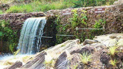 Divulgação/Refúgio Avalon - Cachoeira com barras de acessibilidade
