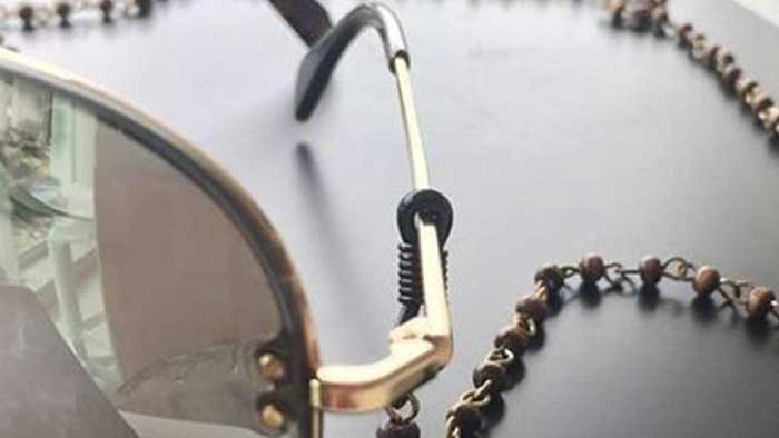 6a470d8685f6f Óculos com fios é a nova tendência na moda - Óculos com fios é a nova  tendência na moda - Últimas notícias de Moda e Beleza - Comportamento    Bonde.