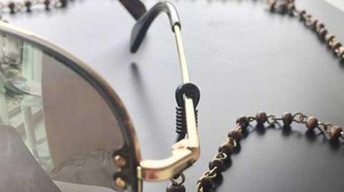Óculos com fios é a nova tendência na moda - Óculos com fios é a nova  tendência na moda - Últimas notícias de Moda e Beleza - Comportamento    Bonde. a268c539aa