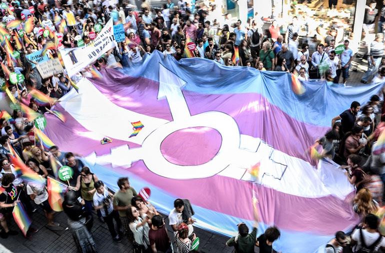 AFP Photo/Bulent Kilic - Bandeira trans