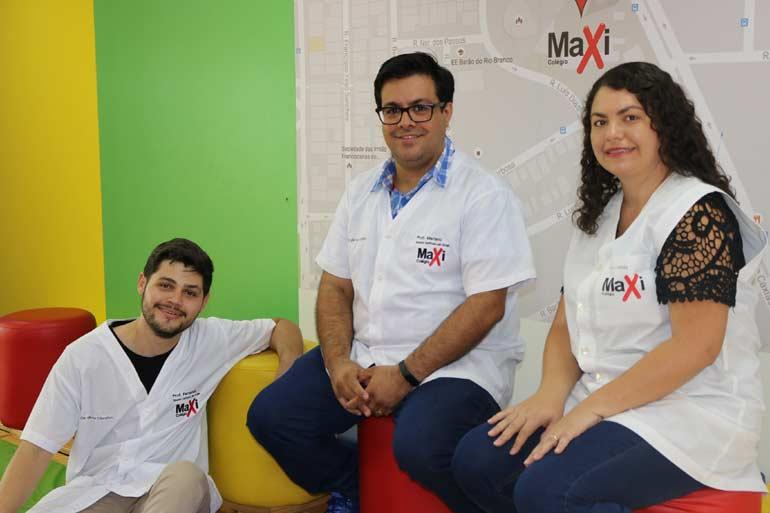 Professor Fernando, Professor Tiago e Professora Camila - vencedores do concurso