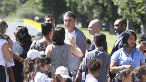 """Resultado de imagem para Bolsonaro sobre artigo no WhatsApp: eu apenas passei para """"meia dúzia de pessoas"""""""